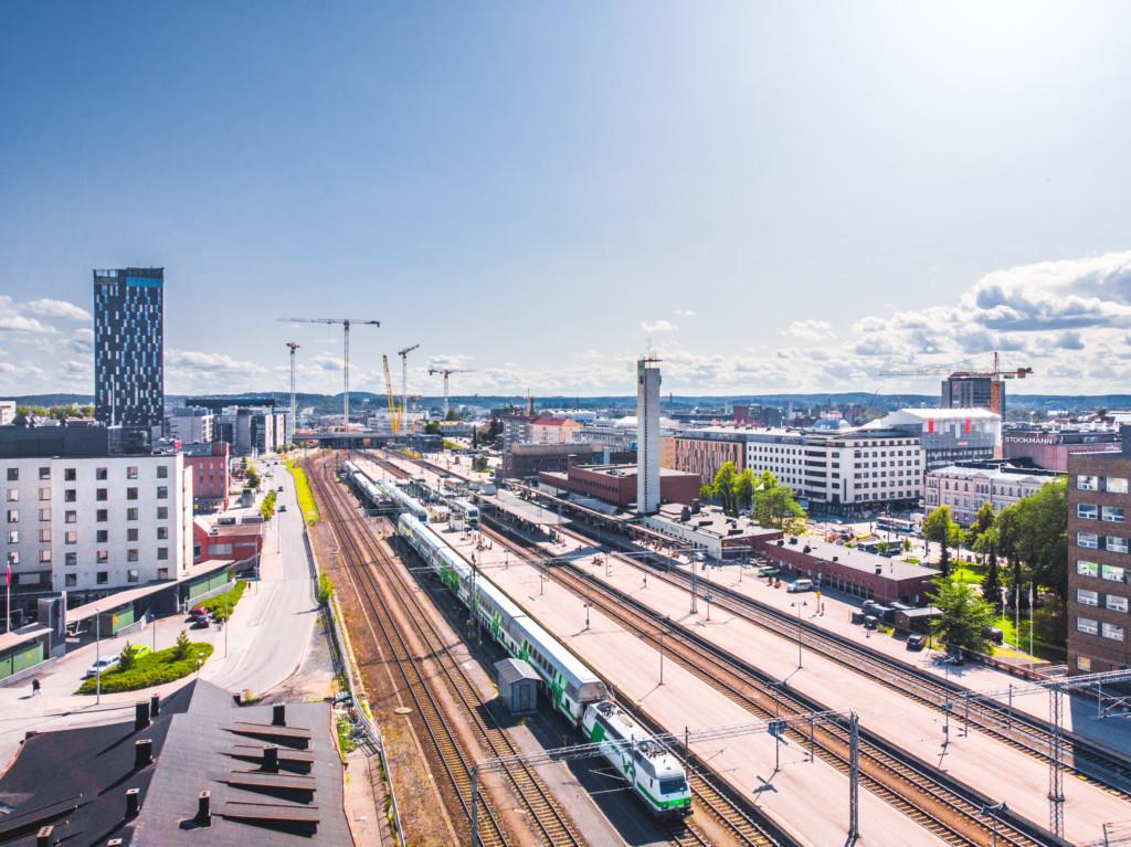 Tampereen junarata ylhäältä kuvattuna.